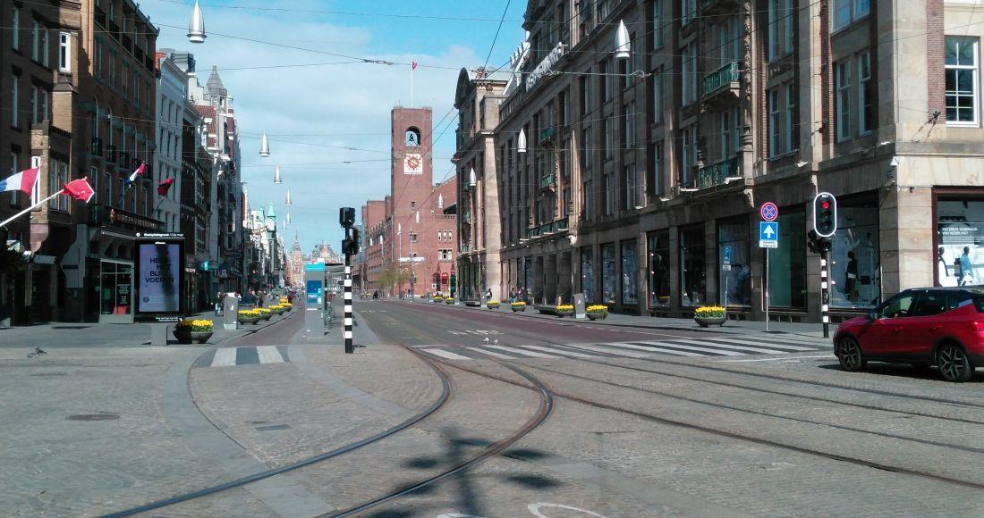 damrak richting beurs en centraal station